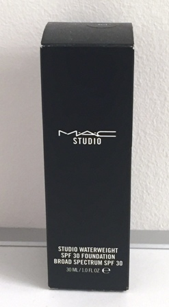 MAC Studio Waterweight SPF 30 Foundation NC15