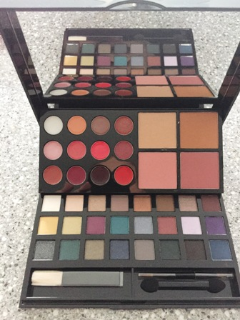Avon Makeup Studio Palette Inside