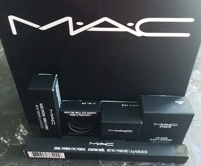 MAC Dark Desires Box