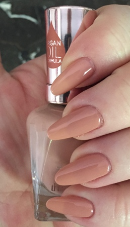 Sally Hansen Color Therapy Blushed Petal Swatch